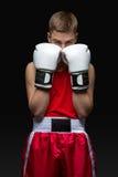 Deportista joven del boxeador en traje rojo del deporte Foto de archivo libre de regalías