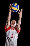 Deportista que coge un voleibol mientras que juega Foto de archivo libre de regalías