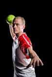 Deportista que lanza una bola Foto de archivo libre de regalías