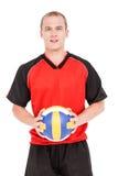 Deportista que lleva a cabo un voleibol Imagen de archivo libre de regalías