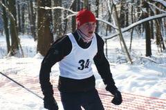 Deportistas funcionados con en los esquís Imagen de archivo libre de regalías