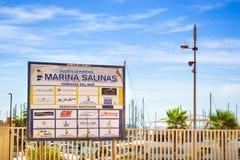 Deportivo Marina Salinas de Puerto Yates y barcos en el puerto deportivo de T Fotos de archivo