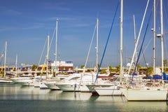 Deportivo Marina Salinas de Puerto Yates y barcos en el puerto deportivo de T Imagen de archivo