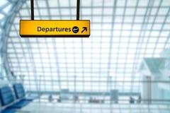 Deporture de signe d'aéroport et conseil d'arrivée Photographie stock