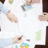 Depositando, taxando e todas as coisas relativas com o mundo da finança - 1 a 1 relações Imagens de Stock Royalty Free