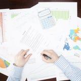 Depositando, taxando e todas as coisas relativas com o mundo da finança - 1 a 1 relações Fotografia de Stock Royalty Free