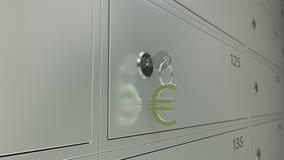 Deposite las cajas de depósito seguro y la llave con el llavero euro de la muestra, cgi Fotografía de archivo libre de regalías