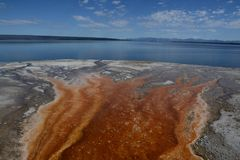 Deposite mineral no lago de yellowstone Fotografia de Stock Royalty Free