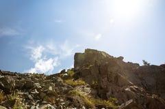 Depositi della pietra sulla cima di un'alta montagna Immagini Stock