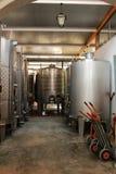 Depositi per fermentazione e la fabbricazione di vino in Azeitao, Portogallo fotografie stock libere da diritti