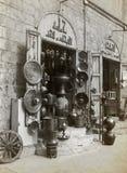 Deposito a Cairo islamico che vende le merci miste Immagine Stock
