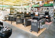 Deposito con la grande selezione del barbecue degli apparecchi Fotografia Stock Libera da Diritti
