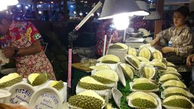 Deposito del Durian in Tailandia video d archivio