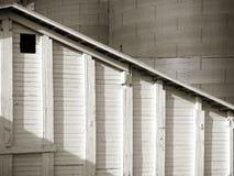 Deposito del grano del paese con il dettaglio del silos immagine stock