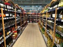 Deposito dell'alcool - scaffali del vino Fotografia Stock