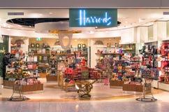 Deposito di Harrods all'aeroporto internazionale di Londra Heathrow fotografia stock