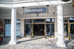 Deposito di Moncler in Parndorf, Austria fotografie stock