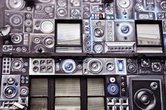 Deposito di musica, scuola di musica La parete della costruzione con gli altoparlanti dipinti Fotografia Stock Libera da Diritti