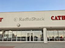 Deposito di Radio Shack e contrassegno chiusi e precedenti immagini stock