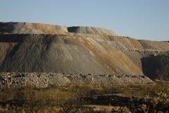 Deposito di scoria dagli impianti della miniera di rame Immagine Stock