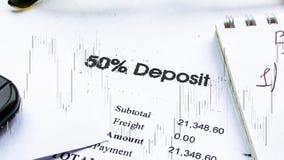 Deposito finanziario della fattura di affari con il tasso nel grafico Composizione in affari stock footage