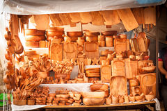 Deposito tradizionale di legno del mercato di strada degli utensili della cucina a Tepoztl Fotografia Stock Libera da Diritti