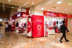 Deposito ufficiale della coca-cola in Aqua City, Odaiba, Giappone immagine stock