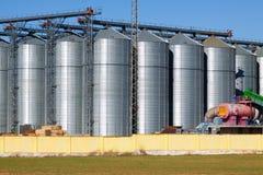 Depotgebiet mit landwirtschaftlichen Lagerschuppen Lizenzfreies Stockfoto