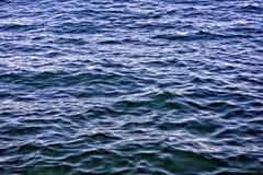 Deppighethavsvågor, vattentextur och bakgrund Arkivfoto