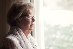 Depresión de una mujer mayor Imagen de archivo libre de regalías