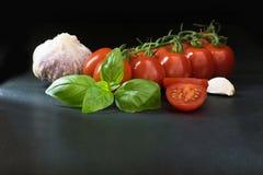 Depresja klucz strzelał składniki dla włoskiego kuchni lying on the beach na b obraz stock