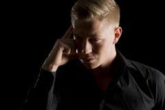 Depresja kluczowy portret patrzeje na boku atrakcyjny mężczyzna. Obraz Stock