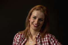 Depresja Kluczowy portret uśmiechnięta młoda kobieta _ fotografia stock