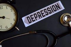Depresja na papierze z opieki zdrowotnej pojęcia inspiracją budzik, Czarny stetoskop zdjęcie royalty free