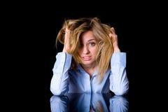 Depressão, dor de cabeça, fêmea loura atrativa fotos de stock