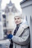 Depressed åldrig kvinna som frågar dig för pengar fotografering för bildbyråer