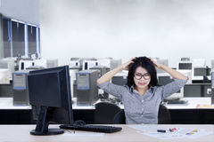 Depressed businesswoman in the office Royalty Free Stock Photos