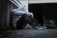 Depressie, sociale isolatie, eenzaamheid en geestelijke gezondheid stock afbeeldingen