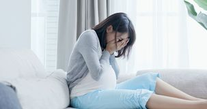 Depressione di tatto della donna incinta immagini stock
