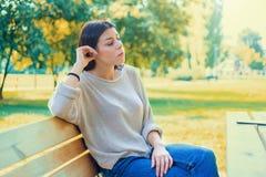 Depressione stagionale in donne Ritratto triste della ragazza fotografie stock libere da diritti