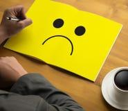 Depressive emoci pojęcie, smiley twarzy emoticon drukował depr Zdjęcia Stock