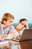 Depresssed couple in front of laptop Royalty Free Stock Photo
