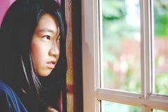 Deprima e ragazza disperata con assente occupato di immagini stock libere da diritti