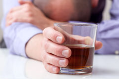 Deprimerad alkoholist Arkivbild