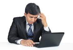 Deprimerad indisk ung affärsman royaltyfria foton