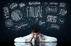 Deprimerat affärsmansammanträde under problemtankeaskar Royaltyfri Fotografi