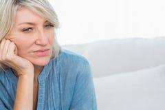 Deprimerat tänka för kvinna Arkivbild