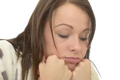 Deprimido afligido furado miserável da jovem mulher devido a um traumatismo Fotografia de Stock Royalty Free