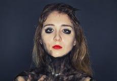 Deprimierende junge Frau mit schmutzigem Körper Stockbild