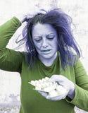 Deprimierendes Mädchen mit Pillen Stockfotografie